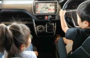 VOXYの運転席